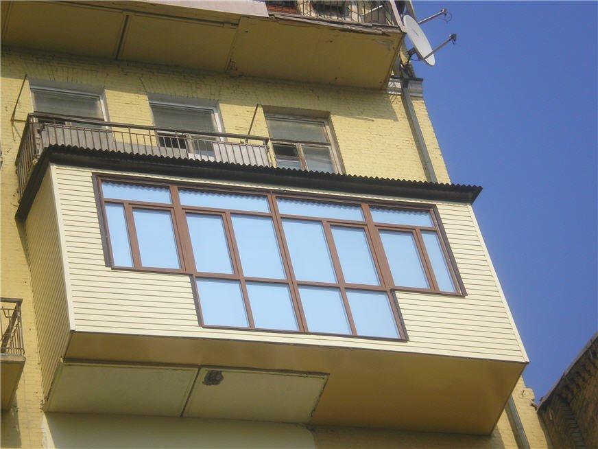 """7-летний мальчик в киеве выпал из балкона 6 этажа - мвд """" in."""