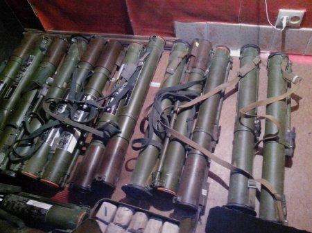 В квартире пограничники нашли склад боеприпасов. ФОТО