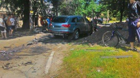 В Черкассах на ходу взорвался дорогой внедорожник