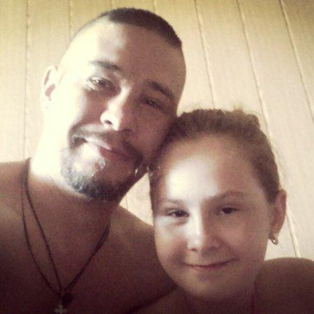 Через Интернет найден тот террорист, который заставил девушку в Крыму снять украинский кулон