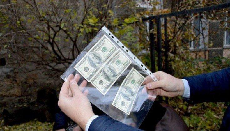 Виживання українців: давання хабарів-норма життя