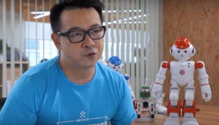 В Китае представили семейного робота-дворецкого. ВИДЕО