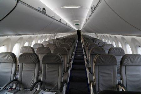 Канада выводит на мировой авиарынок новый лайнер Bombardier CS100. ВИДЕО