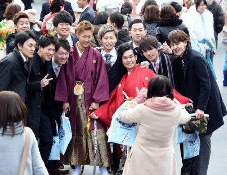 Праздник совершеннолетия в Японии. ФОТО