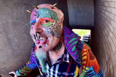 В Британии живет человек-попугай. ФОТО