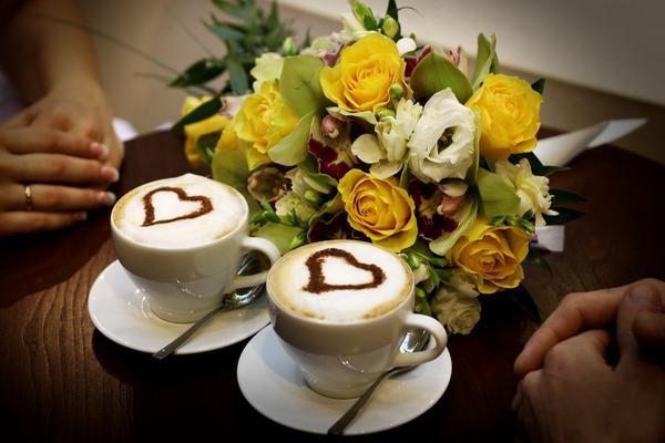Утреннее кофе с цветами фото