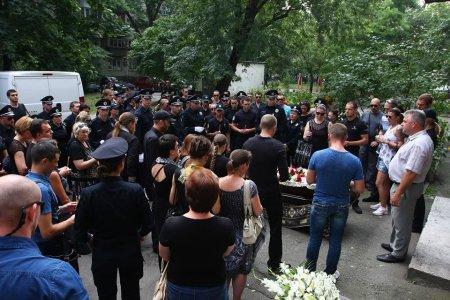 В Днепровском районе столицы простились с инспектором полиции Ариной Кольцовой