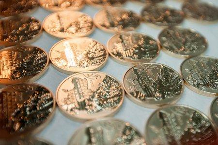 НБУ: в честь 25-летия независимости Украины на аукционе продадут 400 золотых монет. ФОТО