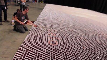 Вражає! Художник створив найбільшу мозаїку з дощової води. ВІДЕО