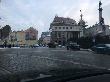 Во Львов в большом количестве прибыла военная техника. ФОТО