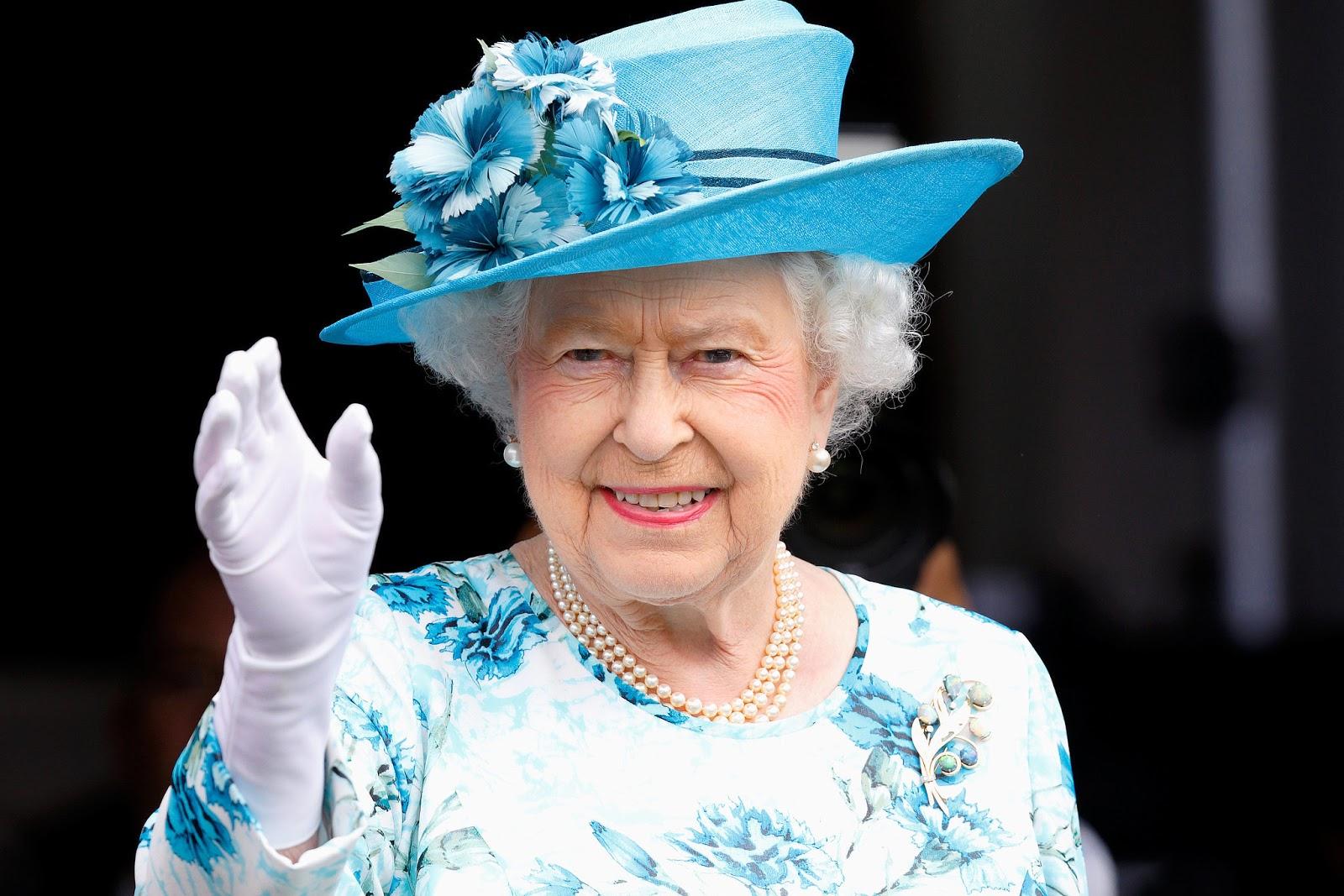 Досі в сідлі: 92-річна королева Єлизавета покаталася верхи (фото)