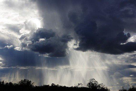 Найближчим часом на Прикарпатті очікується гроза зі шквальним вітром та град