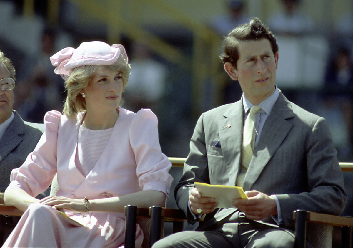 a biography of the life and death of the princess of wales princess dianna It's been 20 years since the death of diana, princess of wales, yet the fascination with her life and tragic death has never ebbedpersistent plots and incessant rumors, books, tapes, letters.