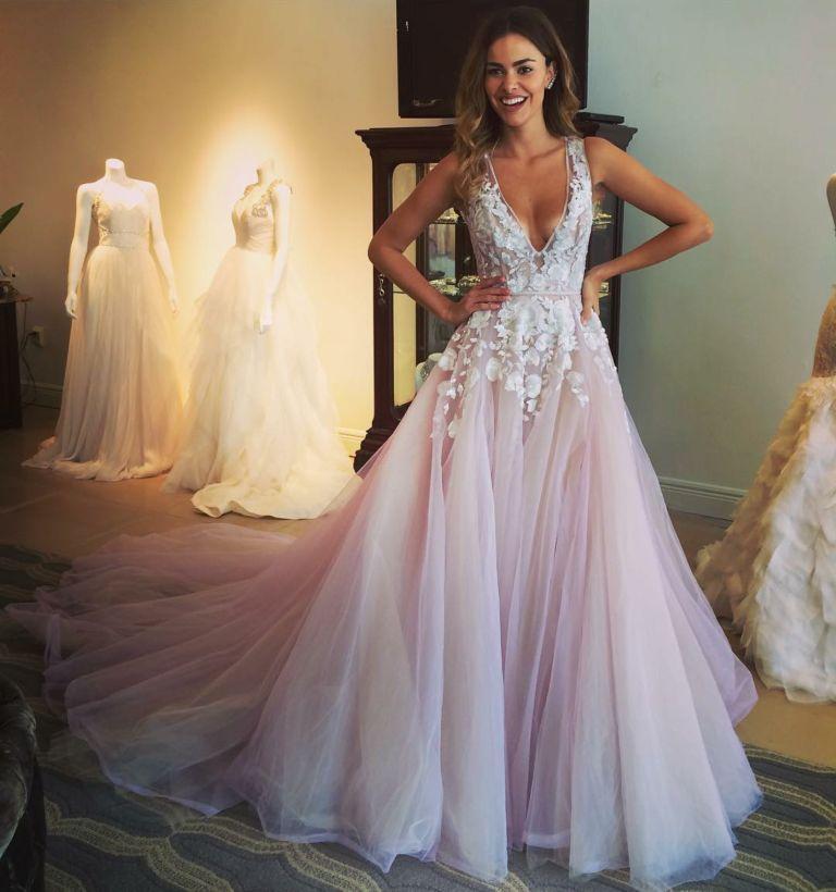 b06be6d81a59b34 Лучшее в мире свадебное платье можно купить в селе в Черновицкой области