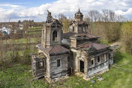 Дерев'яну козацьку церкву самостійно реставрує вінницький фермер