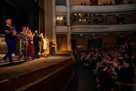Після прем'єри в Одесі учасників вистави здали в зоопарк. фото